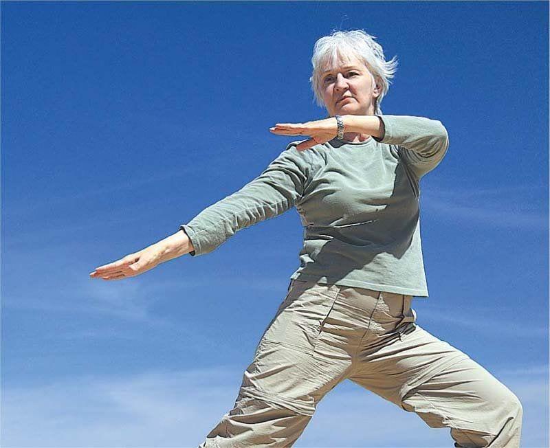 Dancing Old Woman 800x652 1920w
