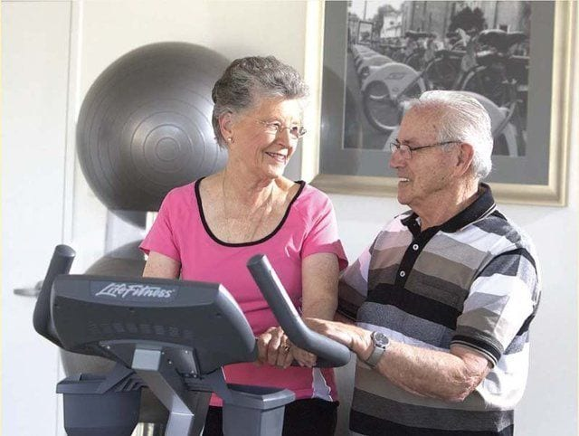 Exercising Old Couple 640x482 1920w